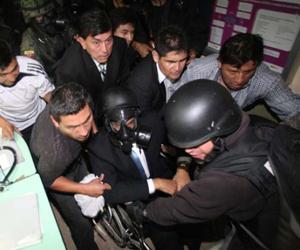 El 30 de septiembre de 2010 se produjo un intento de golpe de Estado y revuelta policial que pretendió acabar por la fuerza con el Gobierno.
