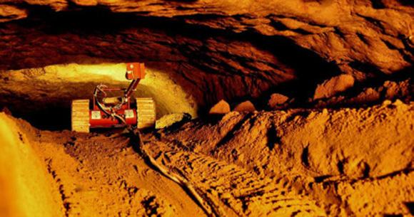 Uno de los robots 'guía' en los túneles de la excavación. Foto: Sergio Gómez.