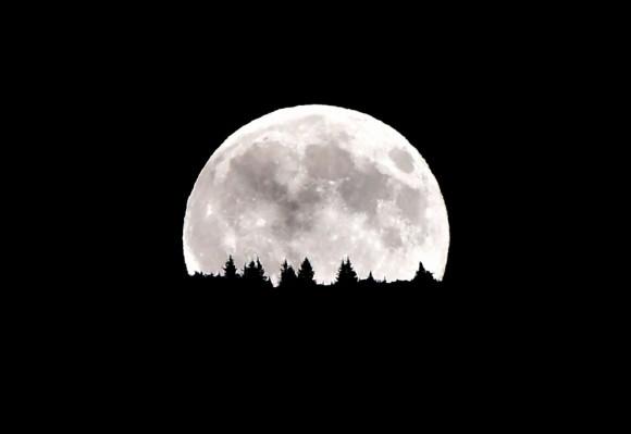 La luna de las montañas de Dolomiti, cerca de Trento. Foto: AFP