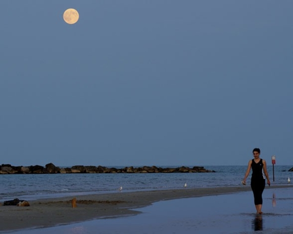 La superluna del año: En la playa.