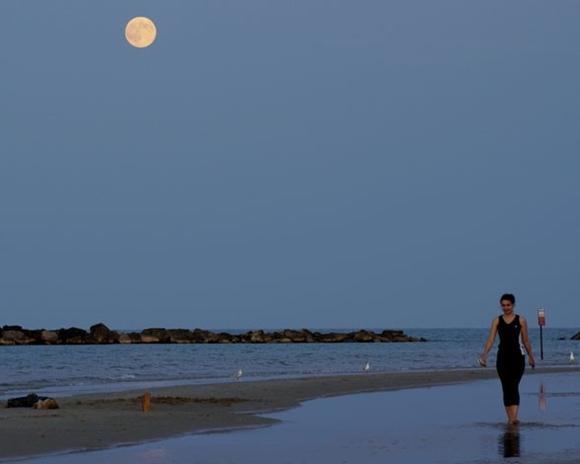 La superluna del año: En la playa.