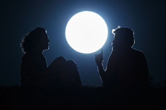 Una pareja en Madrid. Foto: AP