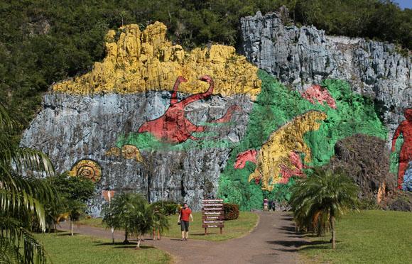 Mural de la prehistoria en Valle de Viñales, Pinar del Rio. Foto: Ismael Francisco/Cubadebate.