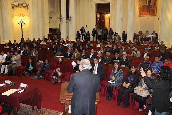 Abrió el acto el congresista Manuel Dammert, quien, por iniciativa del Comité Peruano de Solidaridad con los 5, promovió el evento.
