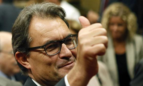 Parlamento catalán aprueba ley para convocar referéndum soberanista