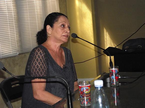 "Beatriz interpretó a capella el tema ""Espontáneamente"". Foto: Marianela Dufflar"