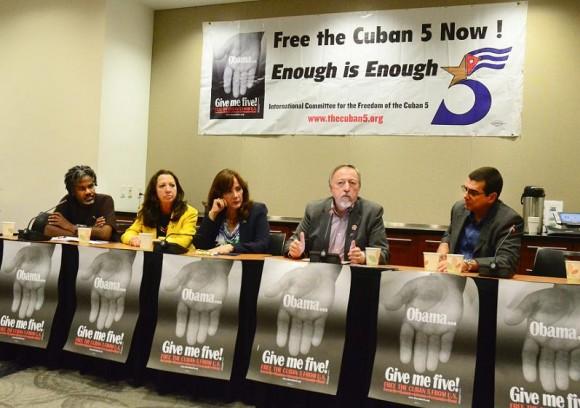 Panel de expertos en velada de Solidaridad con los Cinco en Washington, EEUU. Foto: Bill Hackwell / Cubadebate