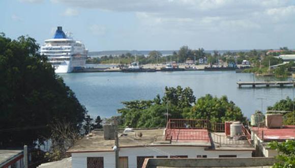 Crucero Louis Cristal atracado en Cienfuegos. Foto: Archivo.