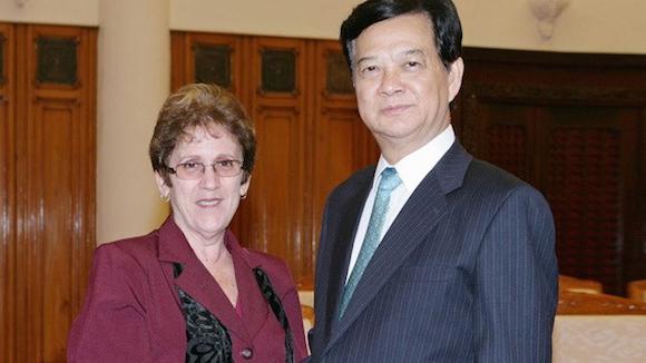 El Primer Ministro de Vietnam, Nguyen Tan Dung, recibió en Hanoi a la titular de la Industria Alimentaria María del Carmen Concepción. Foto: Vietnam Breaking News.