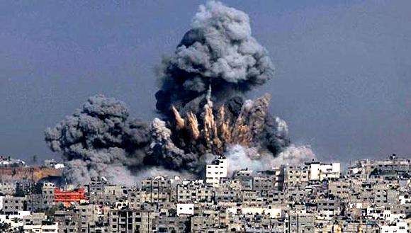 Los primeros ataques comenzaron con aviones de combate y bombardeos con misiles. Foto: Telesur
