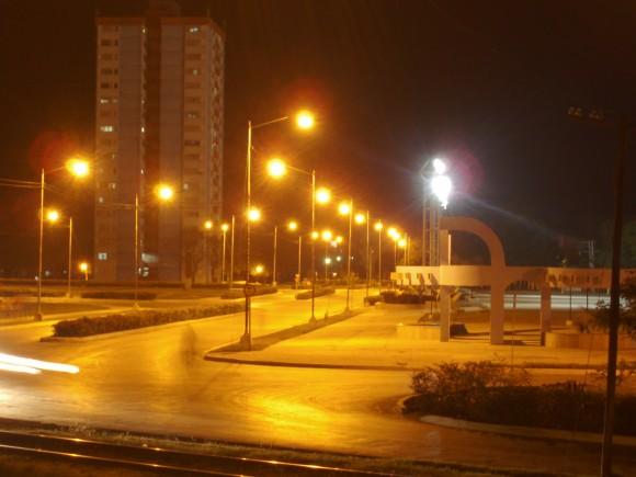 El Bayamo moderno de noche. Foto: Yunior José León / Cubadebate