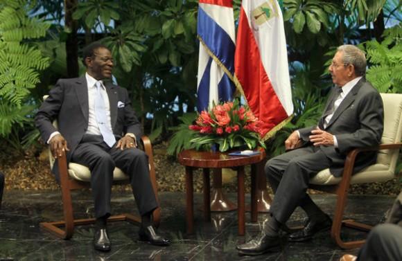 El General de Ejercito  Raúl Castro Ruz, Presidente de los Consejos de Estado y de Ministros de Cuba y su homologo Teodoro Obiang Nguema Mbasogo, Presidente  de Guinea Ecuatorial, sostienen conversaciones oficiales en el Palacio de la Revolución, en La Habana, el 29 de setiembre de 2014.   AIN  FOTO/ Ismael Francisco GONZÁLEZ ARCEO/Cubadebate/