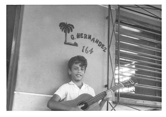 Gerardo Hernández En 1978, en el portal de la casa. Foto: Adriana Pérez O Connor
