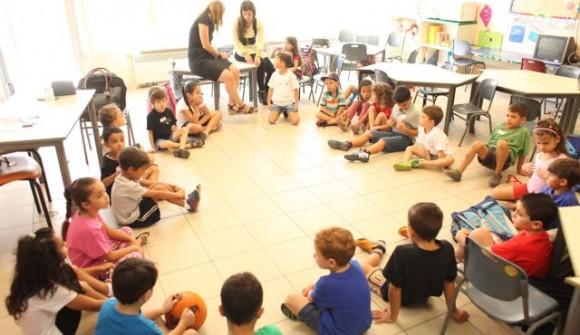Estudiantes en su primer día en una escuela de Jerusalem