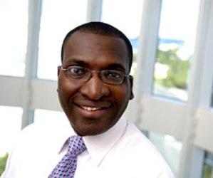 Canover Watson, uno de los ocho miembros de la Comisión de Auditoría y Conformidad de la FIFA, y también vicepresidente de la Unión de Fútbol del Caribe (CFU),