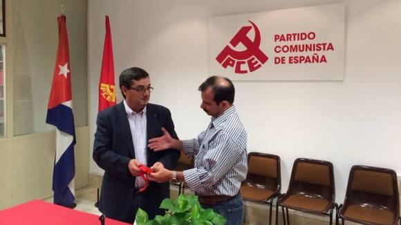 Fernando González recibe medalla La Pasionaria del PCE portada