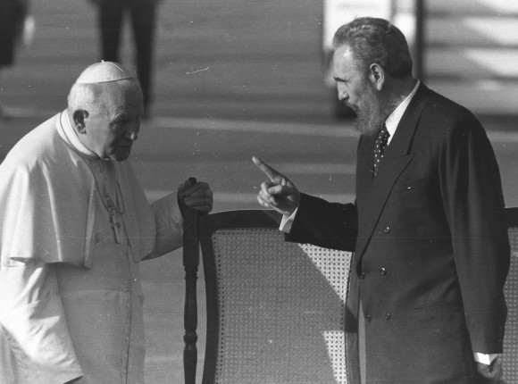 Fidel recibe al Papa