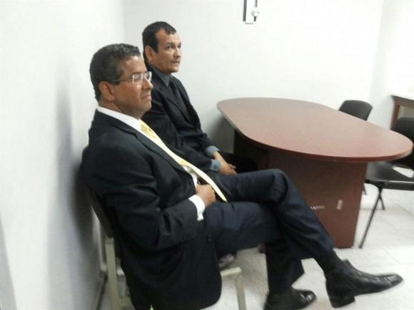 l expresidente salvadoreño Francisco Flores, prófugo de la justicia desde hace seis meses, se presentó este viernes sorpresivamente y en forma voluntaria a un tribunal de San Salvador. Foto: EFE