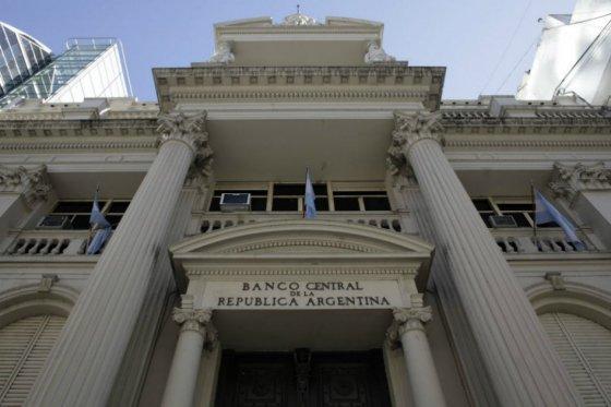 """Juez Griesa declara en """"desacato"""" a Argentina en juicio sobre su deuda"""