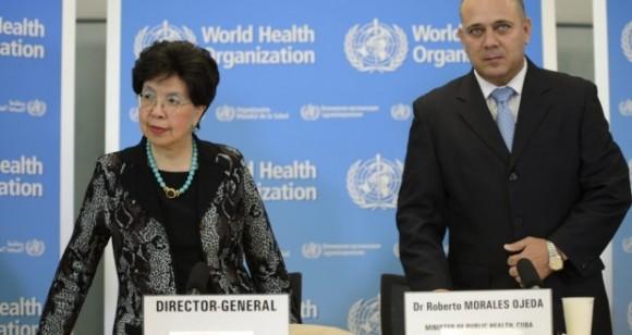 La directora general de la OMS, Margaret Chan y el ministro de Salud Pública de Cuba, Roberto Morales Ojeda, en conferencia de prensa en la sede de la OMS.