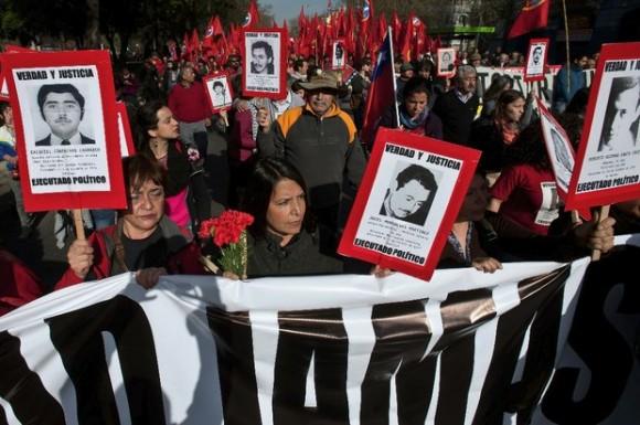 Marcha en Santiago este domingo para conmemorar el 41 aniversario del Golpe de Estado. Foto Xinhua