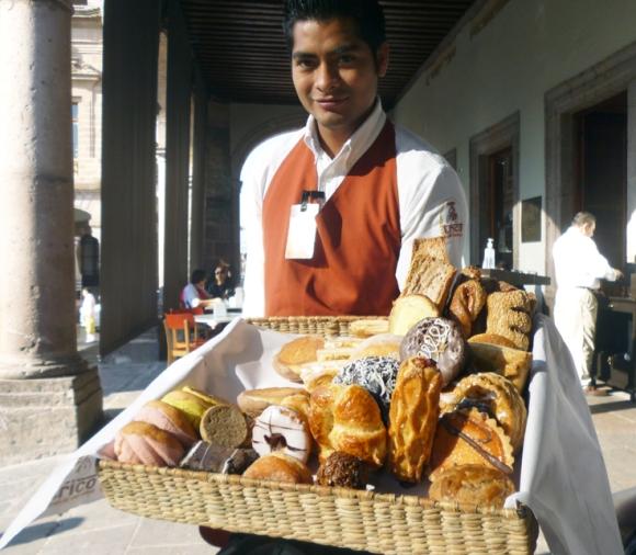 Son muy populares la gran variedad de panes elaborados bajo la influencia francesa y española. Los pueblos indígenas crearon diferentes tipos con forma de besos, conchas, cuernos, entre otros.