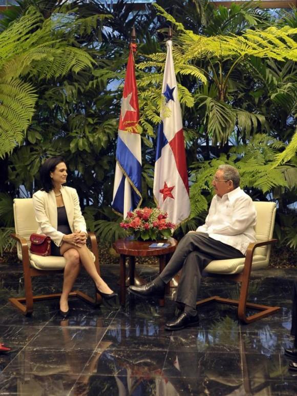 Raúl y la Vicepresidenta panameña. Foto: Estudios Revolución