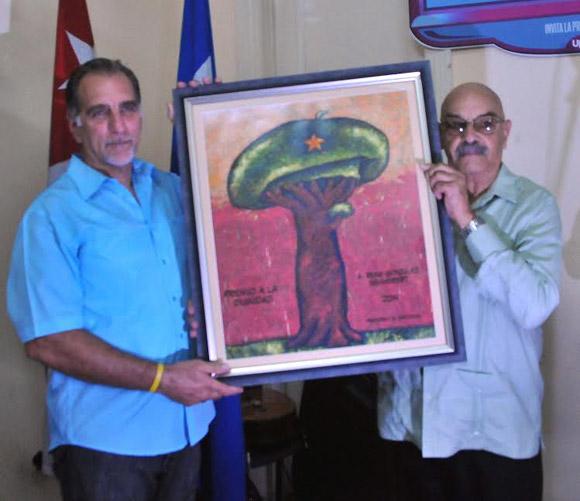René junto al Presidente de la Unión de Periodistas de Cuba, Antonio Moltó. Foto: Ricardo López Hevia/Cubadebate.