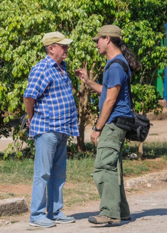 """Silvio Rodríguez y Alejandro Ramírez Anderson, director de """"Canción de barrio""""."""