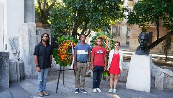 Ofrenda floral en homenaje a Julio Antonio Mella en el Memorial Mella.