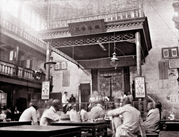 Una casa de té en Pekín. Foto de August Srebocan, marinero austrohúngaro que sirvió allí entre 1914 y 1917. Foto: Austrian Institute for China and Southeast Asia Studies.