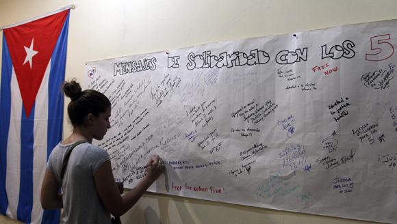 Mensajes de solidaridad con Los Cinco de jóvenes cubanos. Foto: Ladyrene Pérez/ Cubadebate.