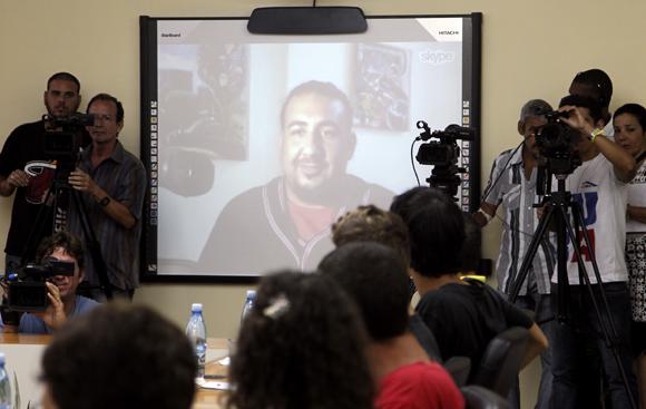Estudiantes, líderes comunitarios y activistas de solidaridad estadounidenses, se enlazaron vía web con alumnos de la Universidad de La Habana. Foto: Ladyrene Pérez/ Cubadebate.