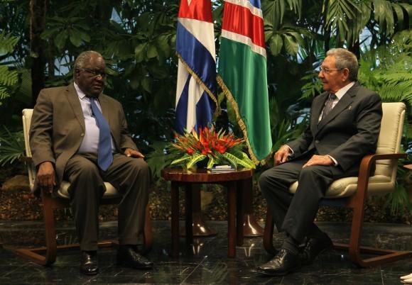 Raúl Castro, presidente de la República de Cuba sostuvo conversaciones oficiales con Hifikepunye Pohamba, presidente de la República de Namibia. Foto: Ismael Francisco/ Cubadebate.