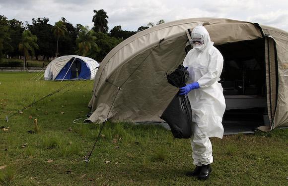 La brigada, integrada por 165 profesionales, viajará próximamente a Sierra Leona para apoyar el combate internacional contra el ébola. Foto: Ladyrene Pérez/ Cubadebate