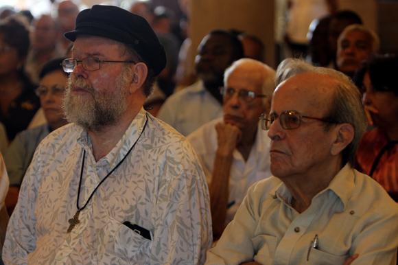 Padre Michael Lapsley y Ricardo Alarcón de Quesada. Foto: Ladyrene Pérez/ Cubadebate.