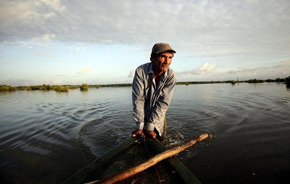 Trabajador de Flora y Fauna. Foto: Ismael Francisco/ Cubadebate.