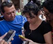 cubanos con celulares