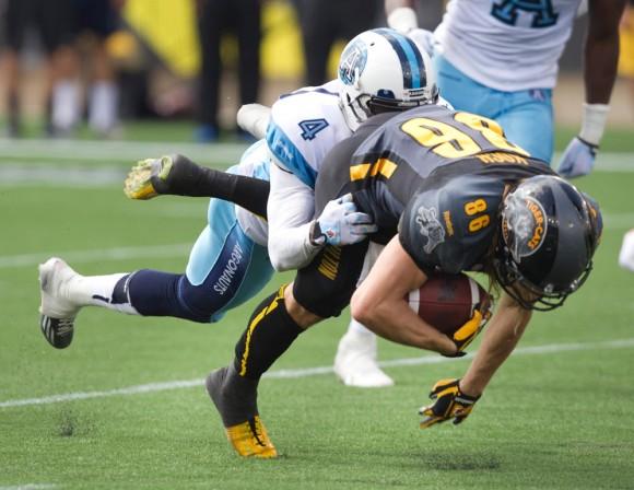 Foto: Jugadores de fútbol americano se disputan un torneo en Canadá. Reuters / Fred Thornhill