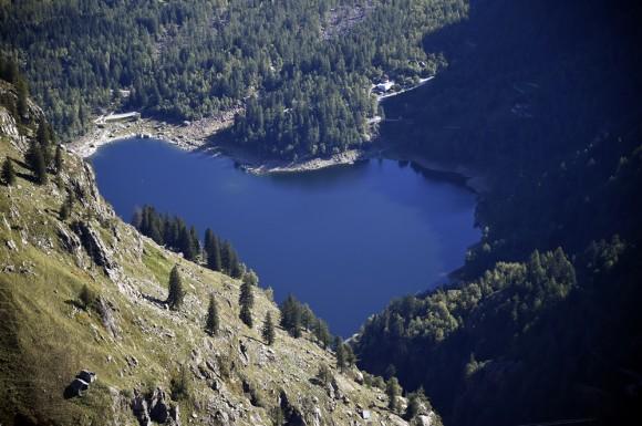 Una linda vista en forma de corazón del lago Antrona en Italia. Foto: AFP / Olivier Morin