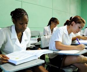 A punto de graduarse como médicos en Cuba 600 jóvenes paquistaníes