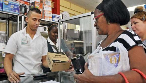 La red de tiendas de TRD y CIMEX ya venden las cajitas en las zonas donde existe cobertura. Foto: Granma.