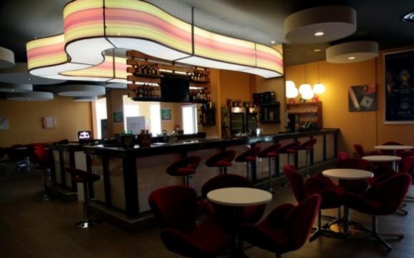 """Sport Bar en """"Plaza Las Morlas"""". Foto: Ismael Francisco / Cubadebate"""