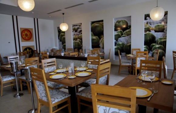 """Restaurante mexicano en """"Plaza Las Morlas"""". Foto: Ismael Francisco / Cubadebate"""