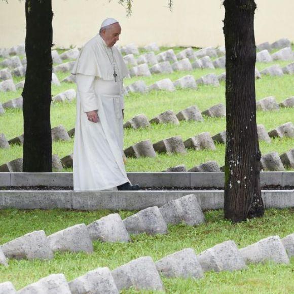 Resultado de imagen para Papa Francisco: La tercera guerra mundial se esta dando por pedazos