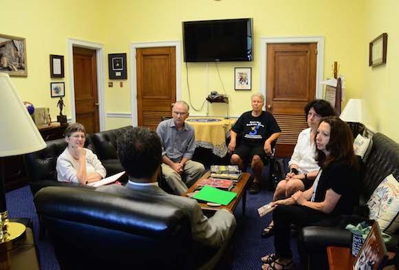 Reunión con el congresista Emanuel Cleaver. Foto: Bill Hackwell.
