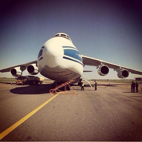 El An 124 que transportó el satélite argentino hasta la Guayana francesa.