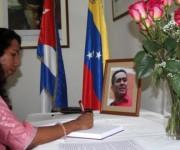 03 firma del libro de condolencias (representante de la embajada de Sri Lanka en Cuba)