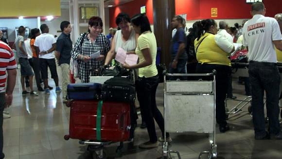 Salón de espera de pasajeros de la Terminal Aérea 3 del Aeropuerto José Martí. Foto: Ismael Francisco/Cubadebate.