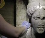 La tumba recién descubierta por un grupo de arqueólogos en Grecia podría pertenecer a la esposa persa o la madre, Roxana y Olimpia, respectivamente, de Alejandro Magno, quien fue el rey de Macedonia desde 336 a. C. hasta su muerte, informan los arqueólogos.